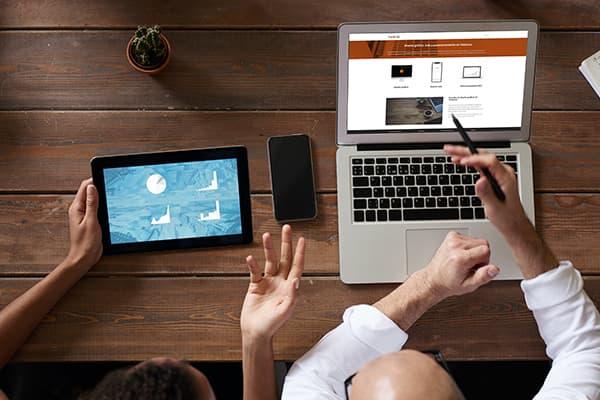 Trabajo en equipo diseño gráfico web posicionamiento seo Taronja